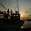 夕日と舟と
