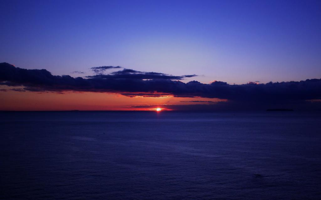 静かな夜明け