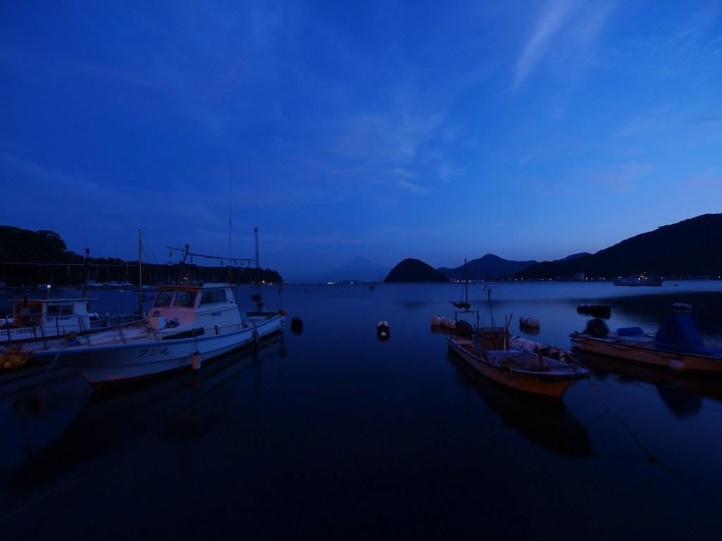 内浦の夜明け 1