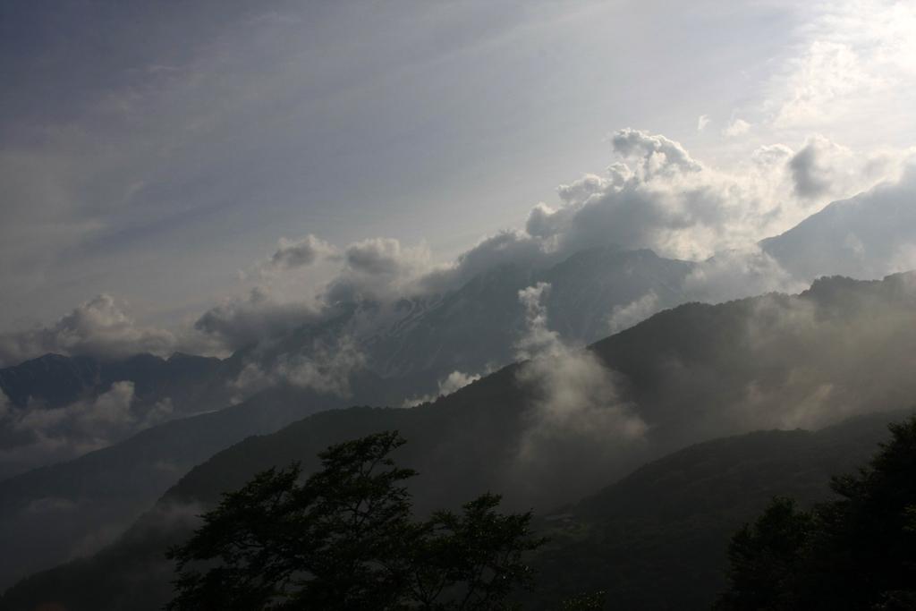 斜光と雲の白馬岳