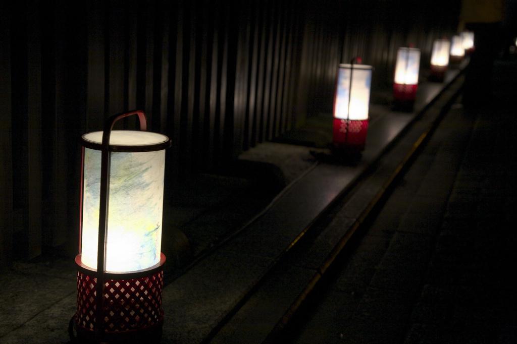 京都東山花灯路 灯りと花の路