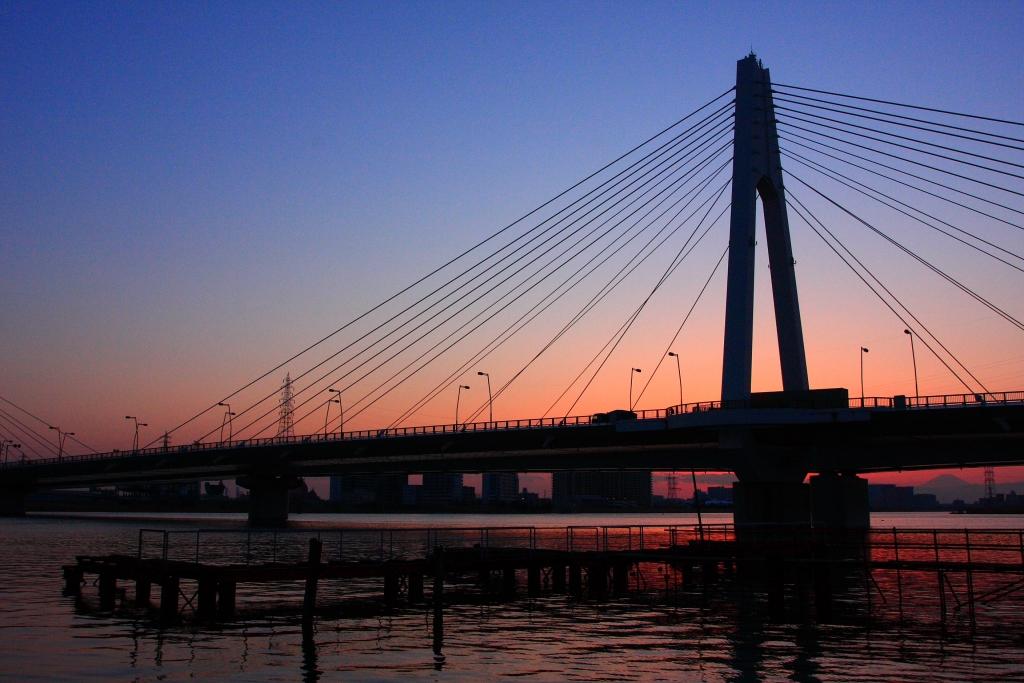 大師橋と夕暮れ富士