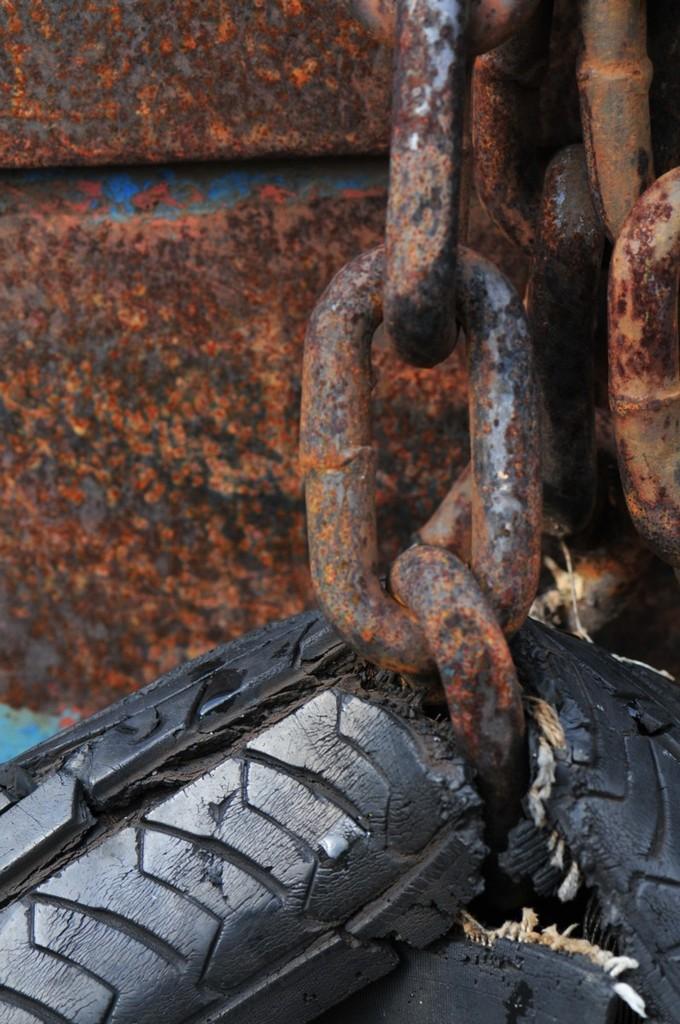鎖とタイヤ