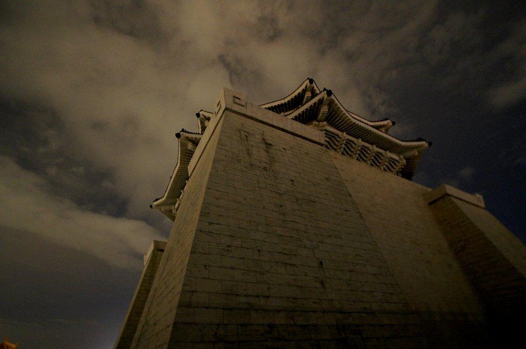 夜の中正記念堂