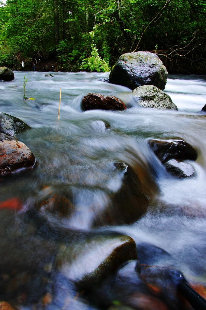 水と岩と・・・