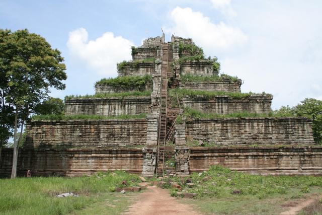 コーケー遺跡(カンボジア)