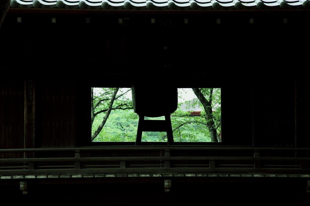 窓の向こうは美しい緑