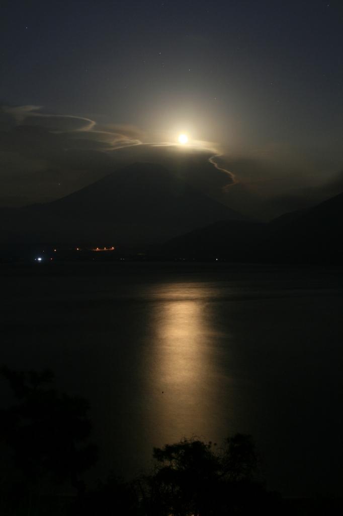 富士山と月光