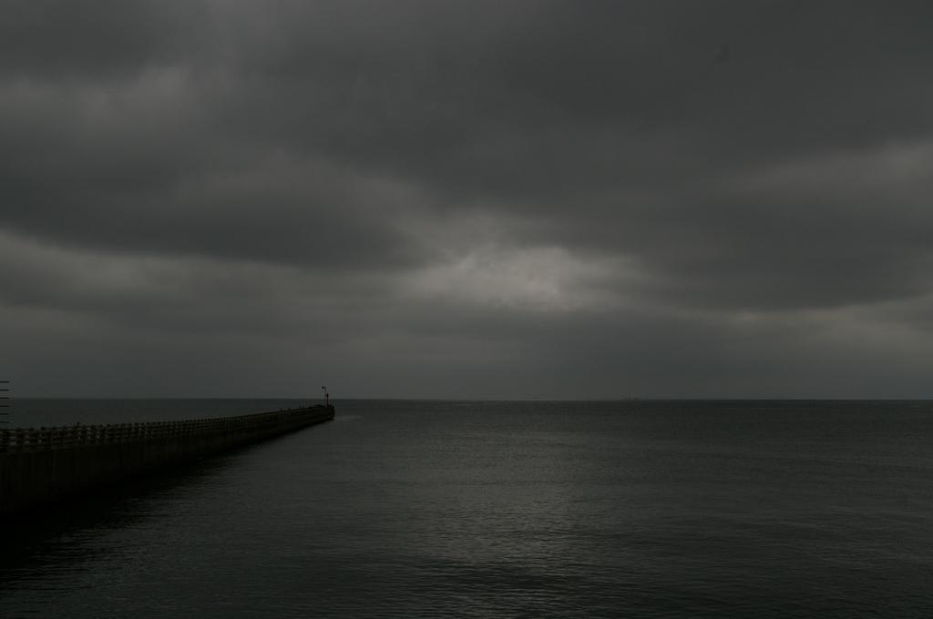 モノトーンの海