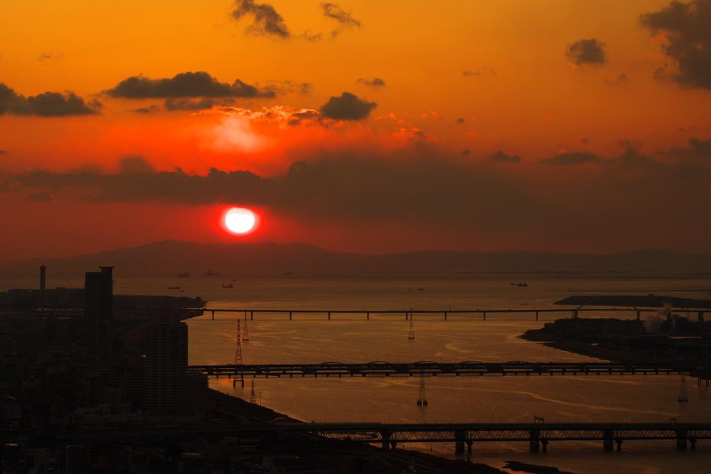 橋のある夕景