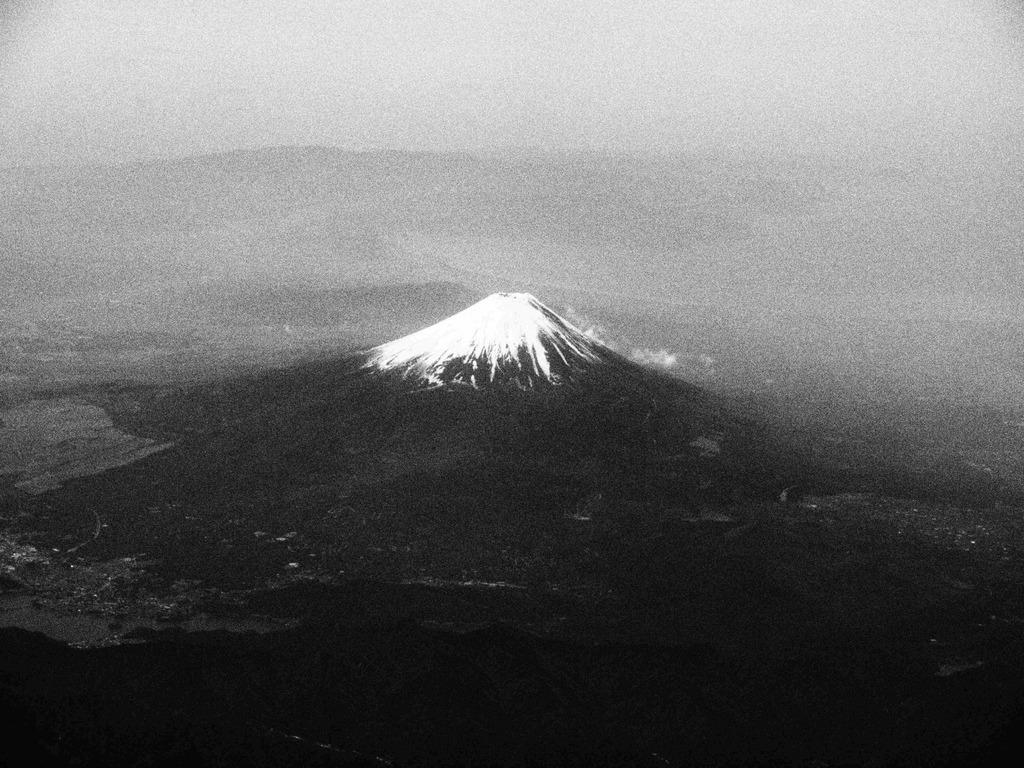 ラフモノクロームな富士山