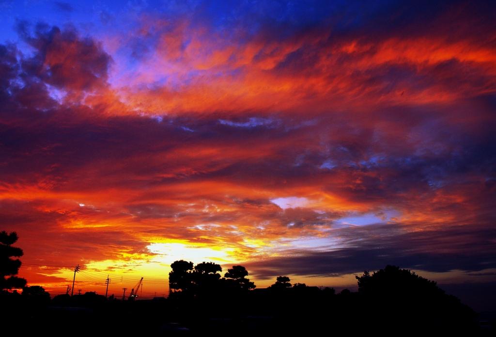 燃える夕曇