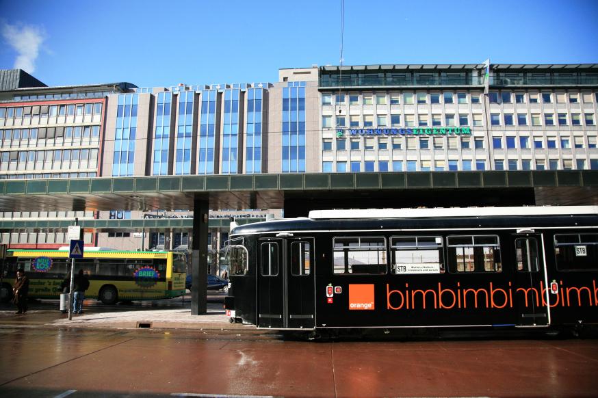 朝のインスブルック中央駅