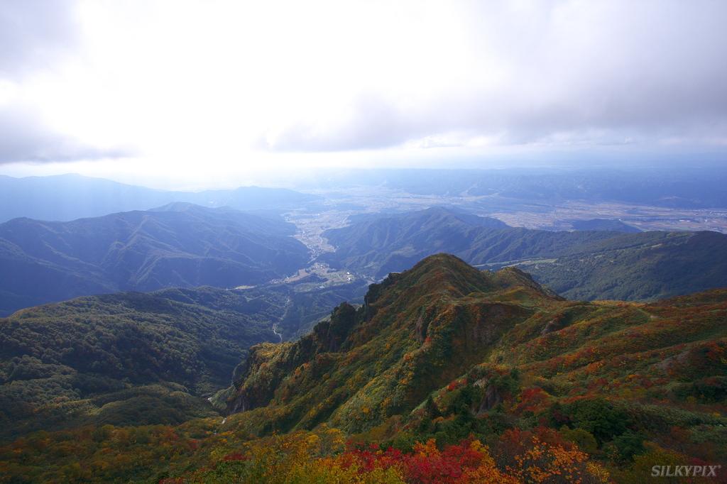 秋色に染まる八海山