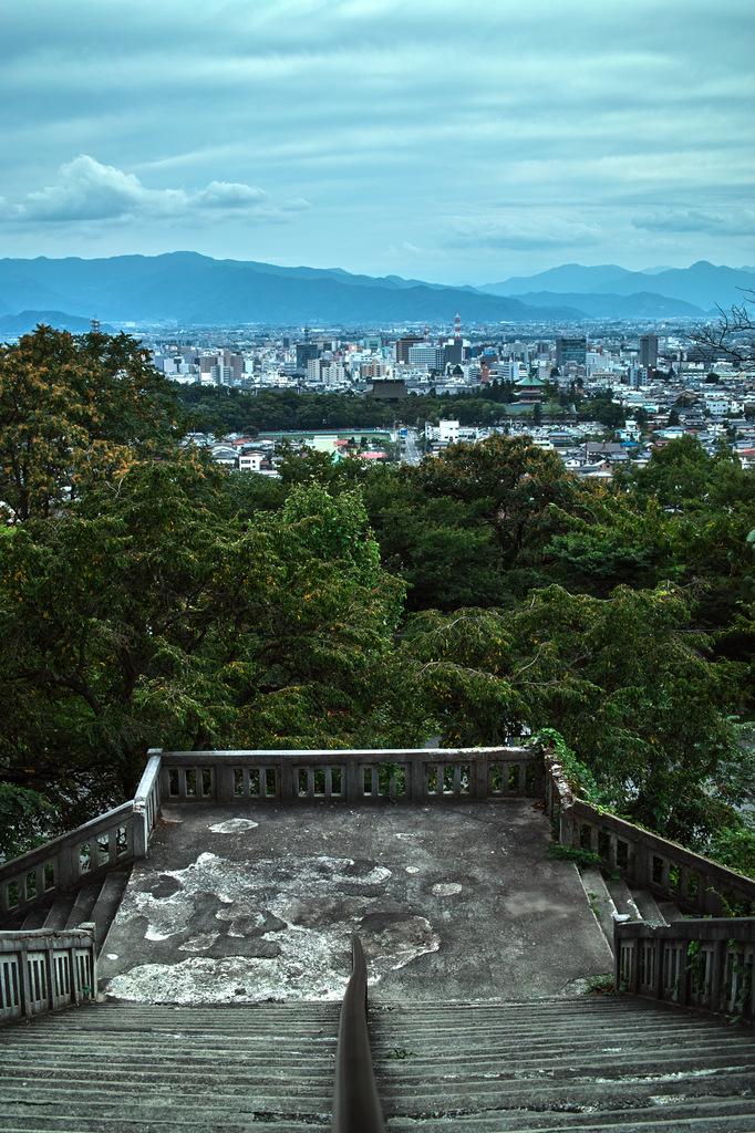 長野市を眺める