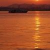 夕日と遊覧船3