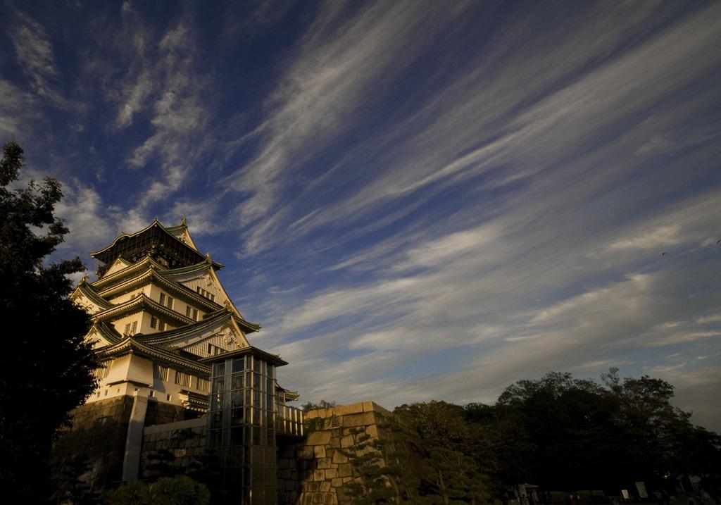 秋の空と大阪城