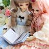 本を読む二人
