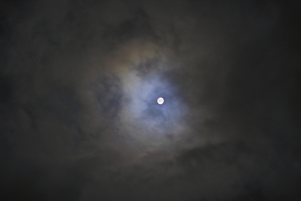 雲間から…。