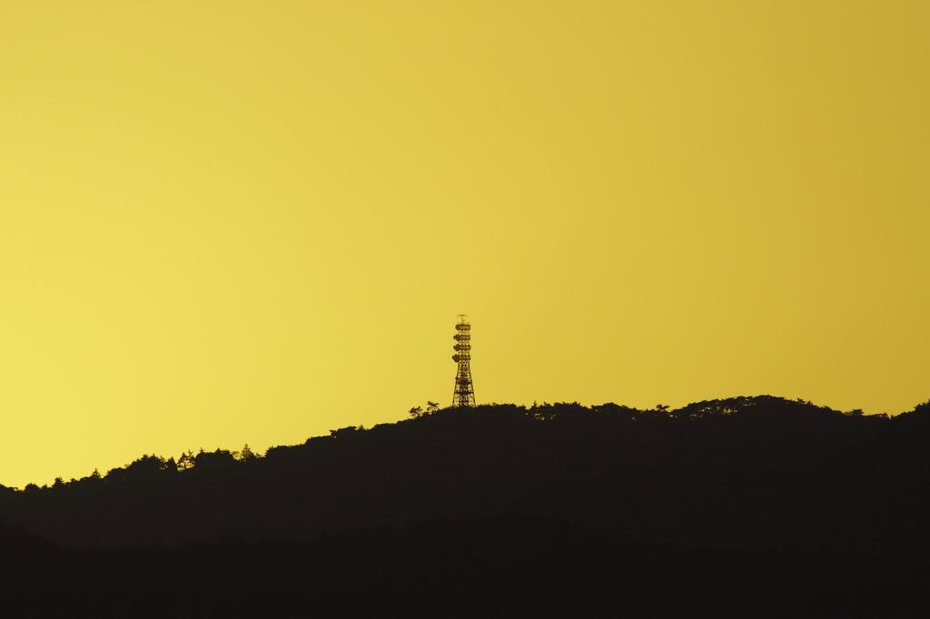 電波塔のある夕やけ