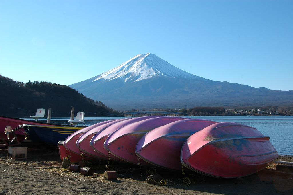 湖はオフシーズンでも富士山は万年シーズン
