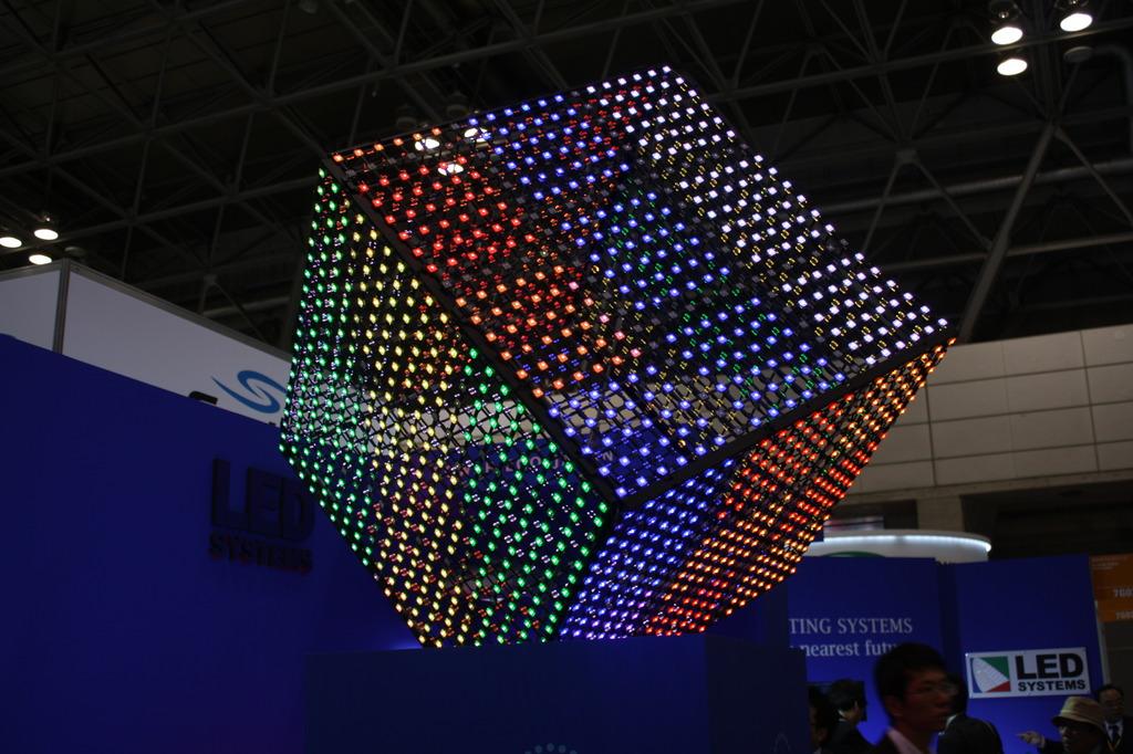 巨大ルービックキューブ。