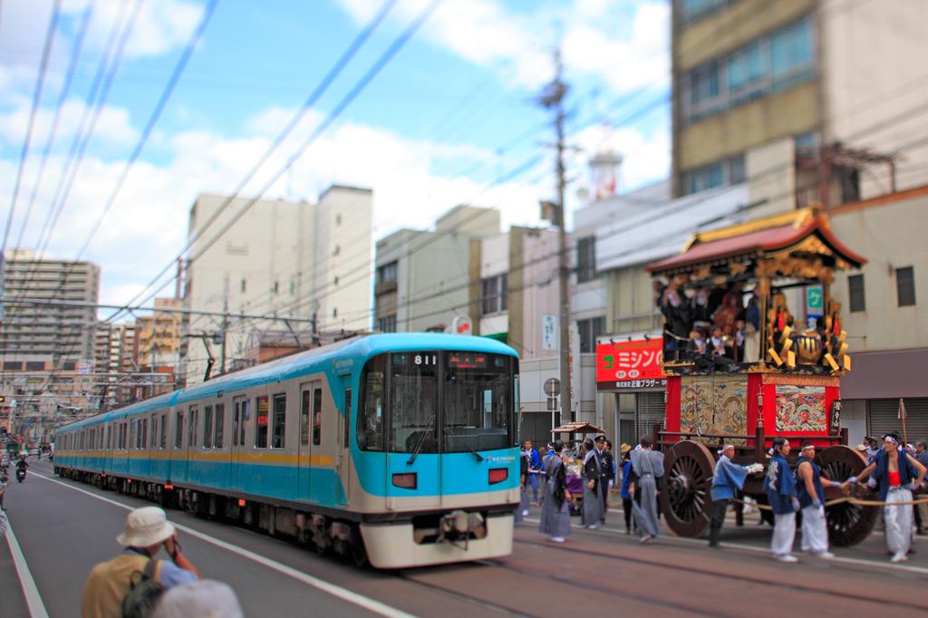 山鉾と電車1