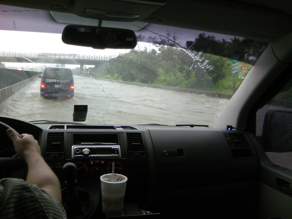 高速道路冠水
