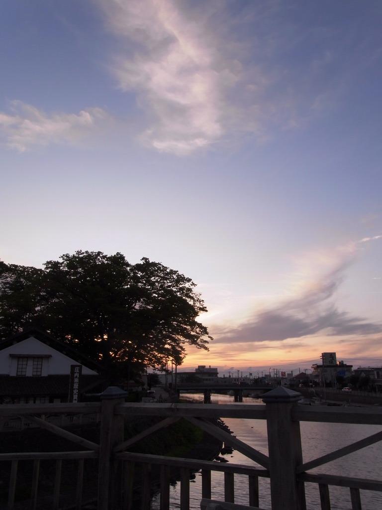 山居倉庫と夕焼け