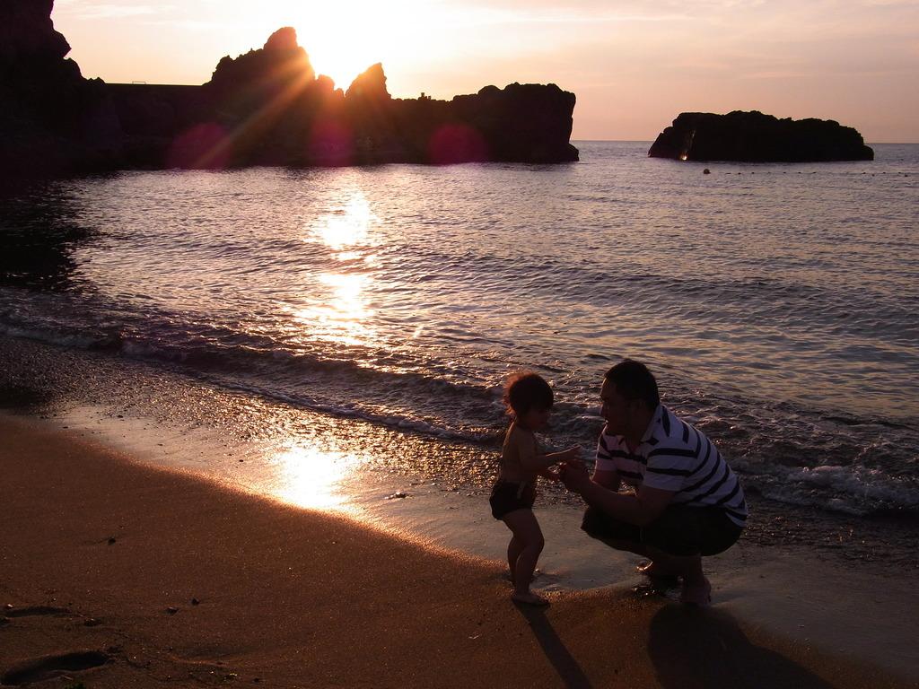 パパと水遊び