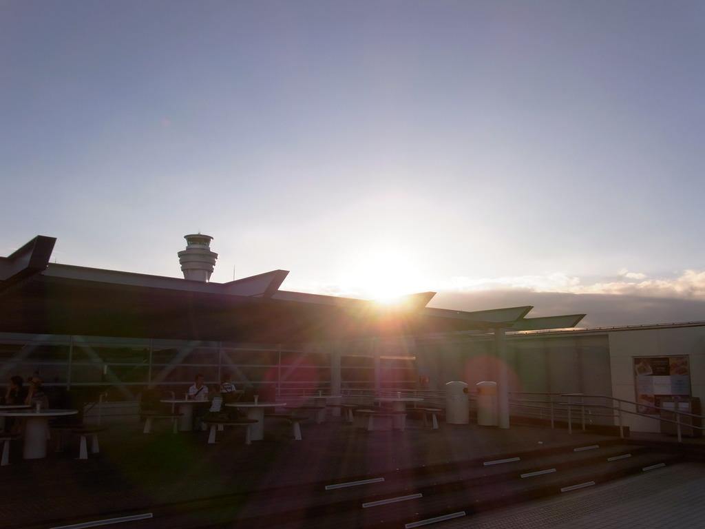 羽田に沈む太陽