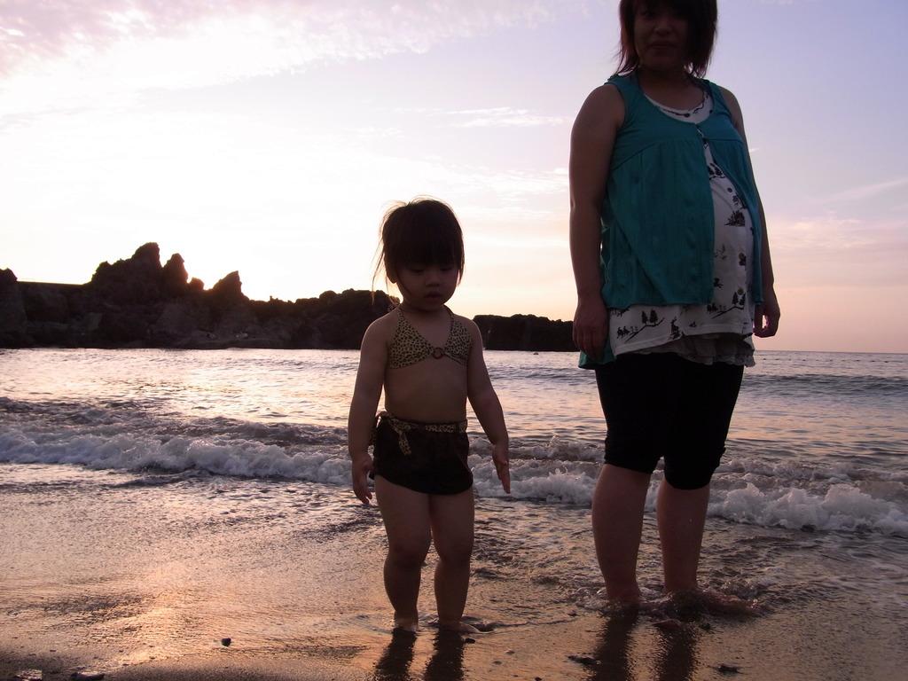 ママと水遊び