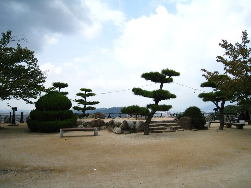松山城側景