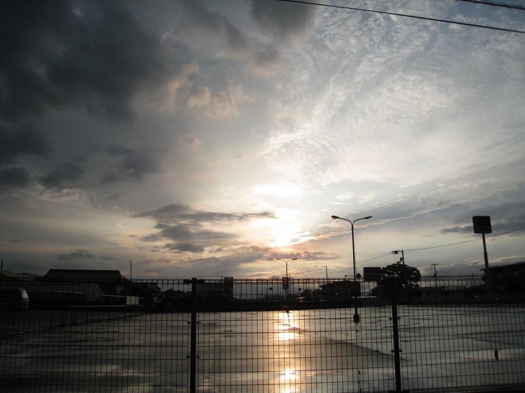 雨上がりの夕日