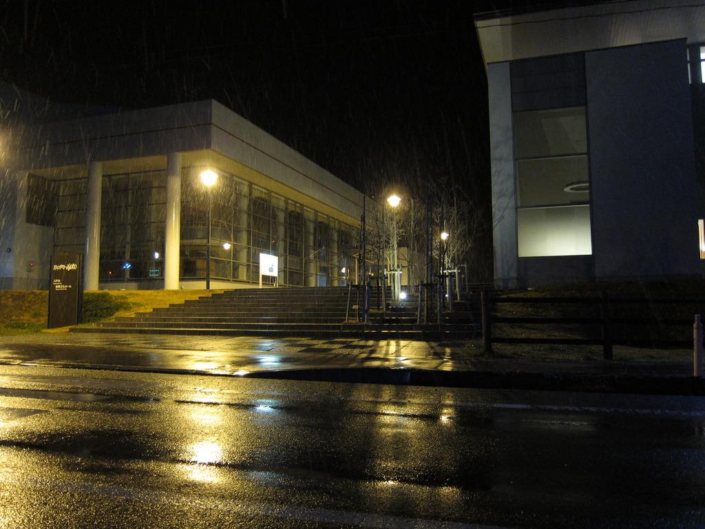 南郷ホールと図書館