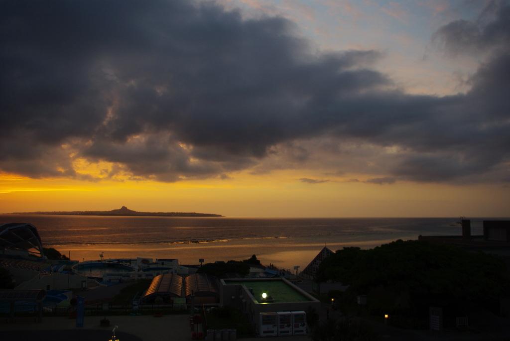 夕暮れの美ら海