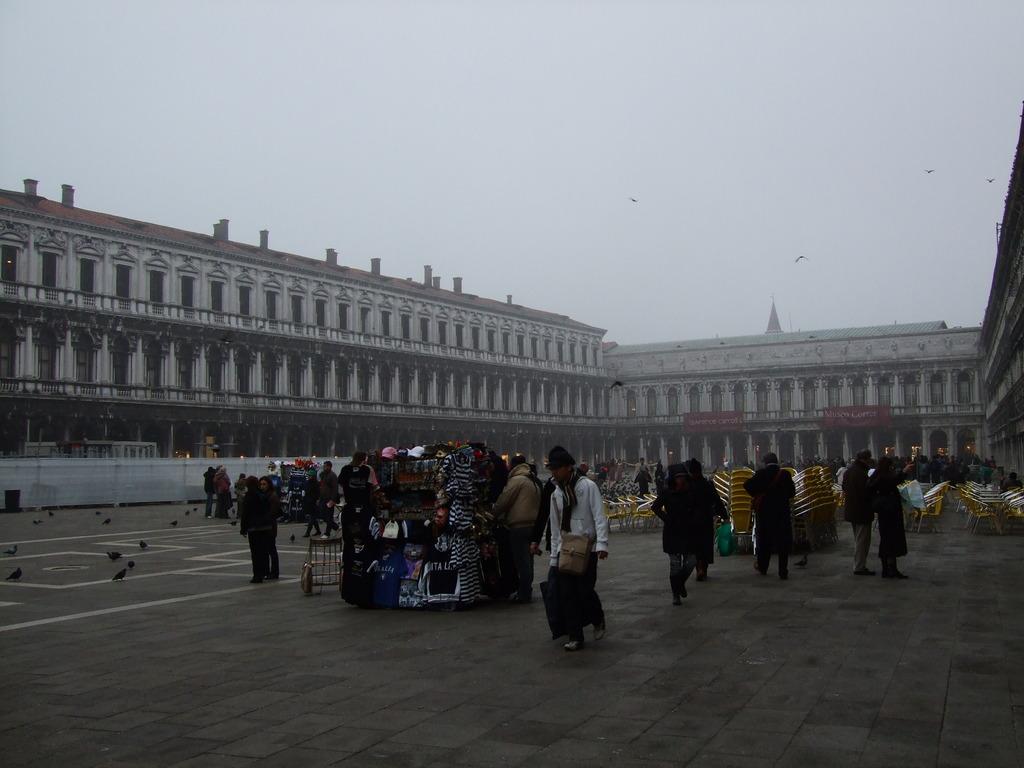 ドゥオモの前の広場
