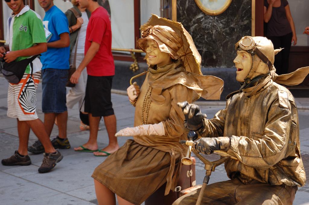 Die lebenden Bronzestatuen