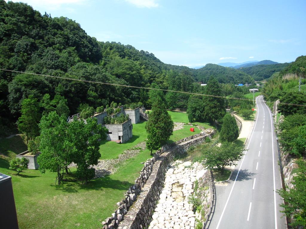 ダムへの道