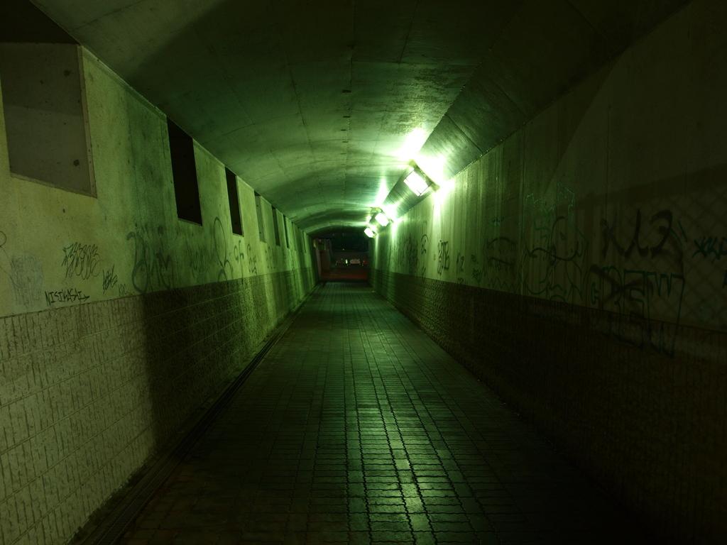 トンネルの暗さ