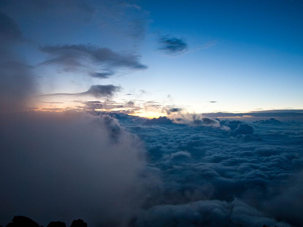 富士山頂から見る夜明け