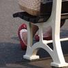 港で見かけた赤い靴