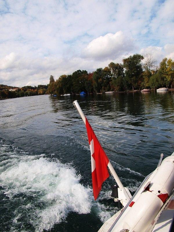 ライン川を遡行する河船