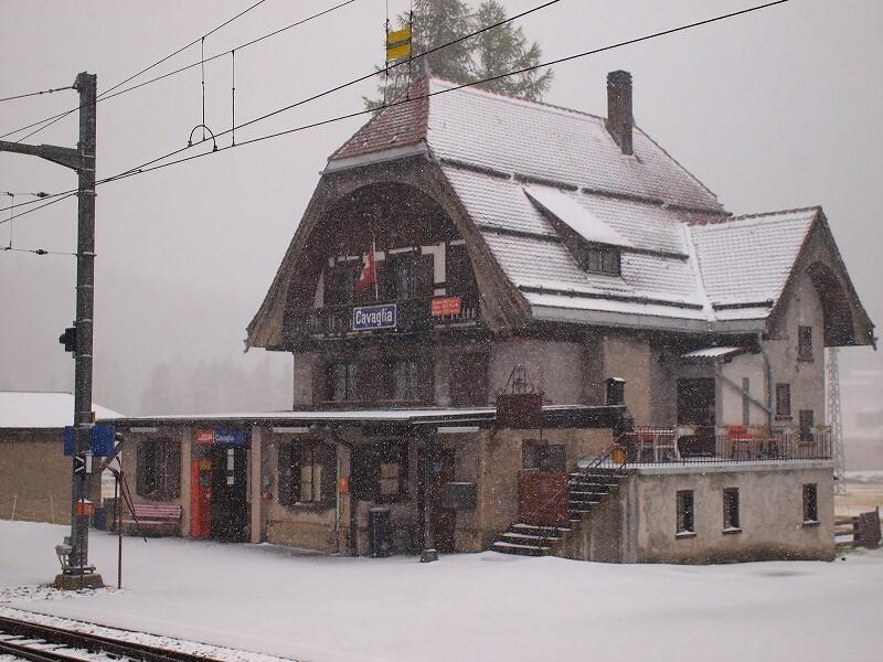 カヴァーリヨ駅舎(ベルニナ沿線)