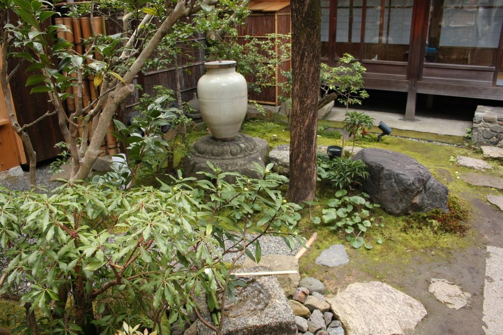 高台寺の近くの喫茶店の庭