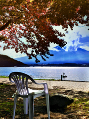 昼下がりの湖畔