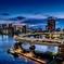 日没後のレインボーブリッジ遊歩道から見たループ橋と品川高層ビル群