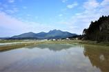 金峰山と田んぼ