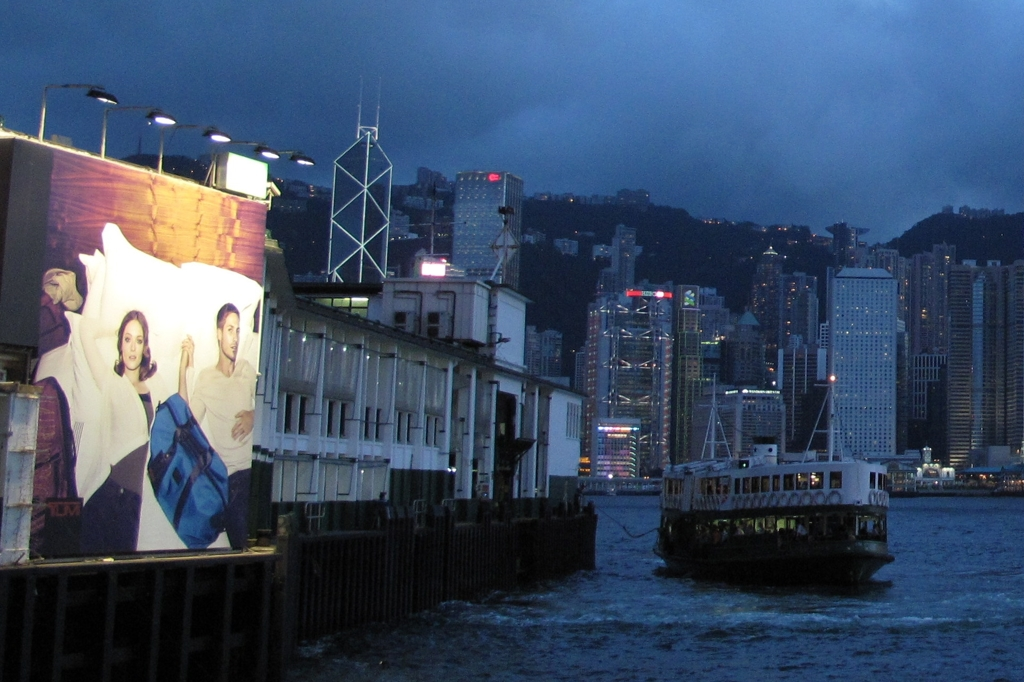 ムードのある看板 スターフェリー桟橋 香港