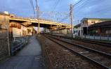 通勤電車を待つ朝